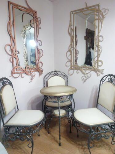Стол - 25000 руб, стул - 18000 руб, зеркало - 30000 руб